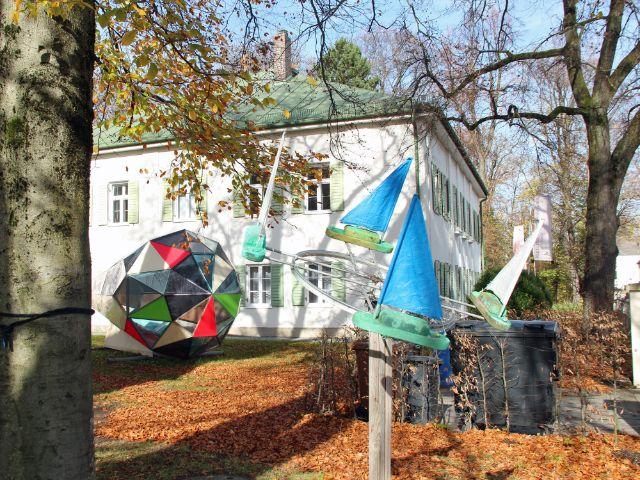 Garten mit Skulpturen des Kulturzentrums Mohr-Villa