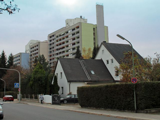Einfamilienhäuser und Hochhäuser