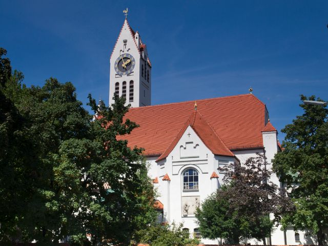 Erste evangelische Kirche Schwabings - die Erlöserkirche, Foto: Katy Spichal