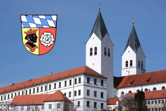 Freisinger Dom mit Wappen des Landkreis Freising