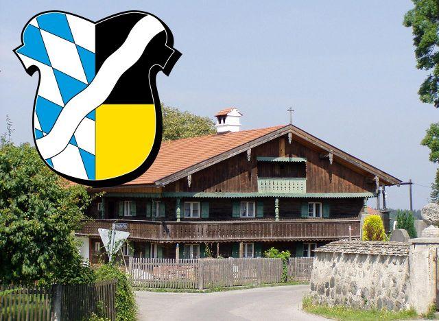Wappen Landkreis München auf Bauernhaus in Großdingharting, Foto: Flodur63 Wikimedia CC BY-SA 3.0