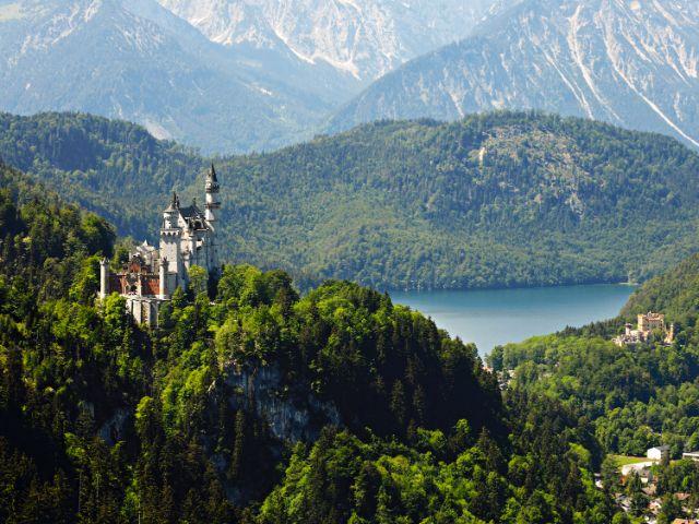 Schloss Neuschwanstein und Schloss Hohenschwangau bei Füssen im Allgäu, Foto: Füssen Tourismus und Marketing/www.guenterstandl.de