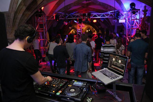 Junge Leute beim Rathausclubbing 18.jetzt., Foto: Michael Nagy / Presseamt München