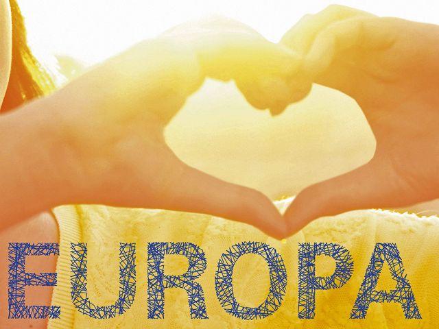 Europatag 2016: Plakatlogo Hand formt Herz, Foto: LHM