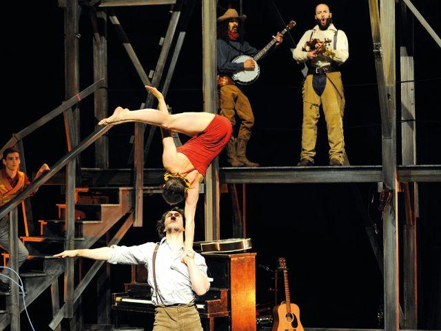 "Tollwood  Winter 2016: Cirque Éloize ""Saloon"", Foto: Valérie Remise"