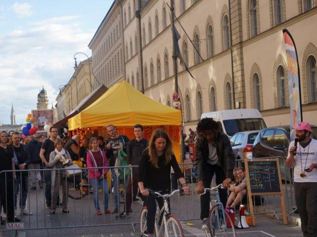 Leute auf Fahrrad, Foto: muenchen.de/ Vauelle