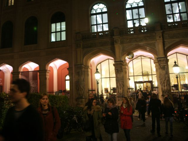 Besucher des Völkerkundemusems, Foto: muenchen.de/ Dan Vauelle