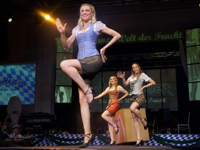 Models machen Show auf Laufsteg, Foto: muenchen.de/ Vauelle
