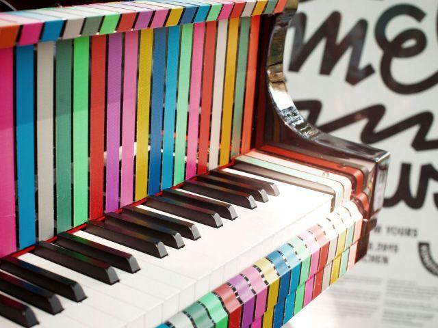 Tape-Klavier bei Play Me I'm Yours, Foto: Gabi Neeb