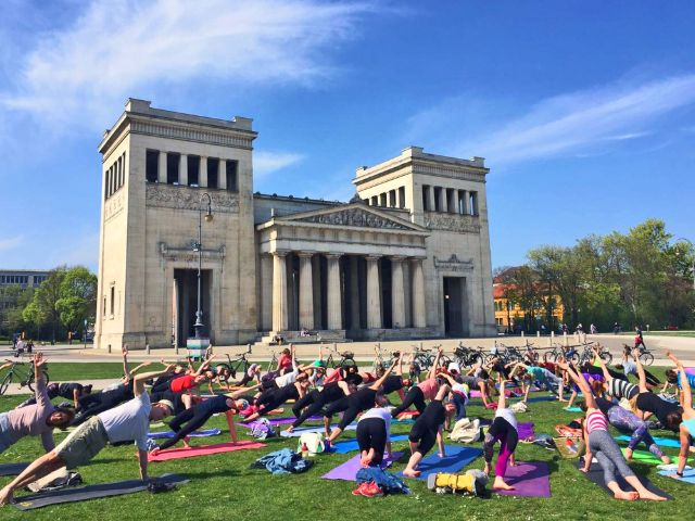 Pop Up Yoga am Königsplatz, Foto: MunichMag