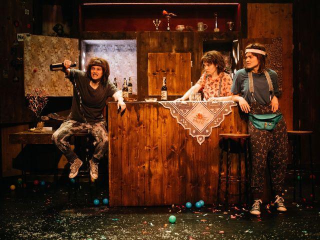"Radikal jung Theaterproduktion: ""JA EH! Beisl, Bier und Bachmannpreis"", Foto: Ingo Pertramer"