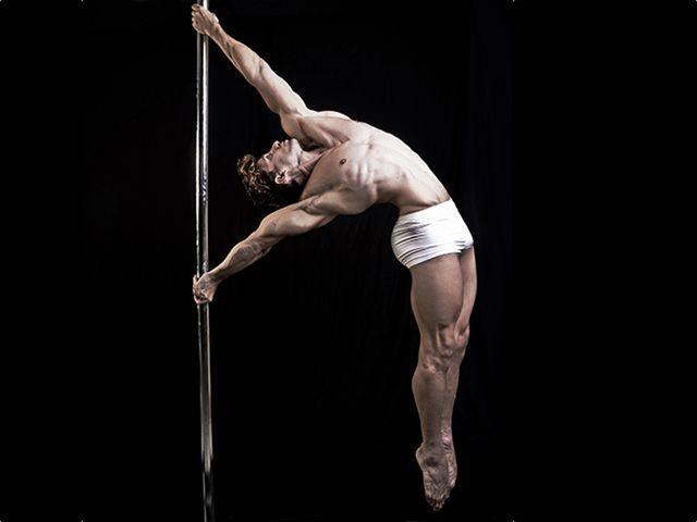 Der Poledance-Akrobat Davide Zongoli
