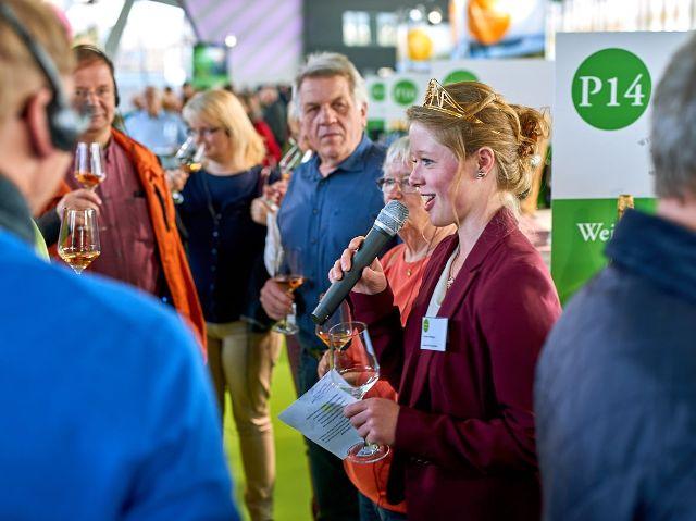 WineWalk mit Deutscher Weinprinzessin Charlotte Freiberger, Foto: Deutsches Weininstitut (DWI)