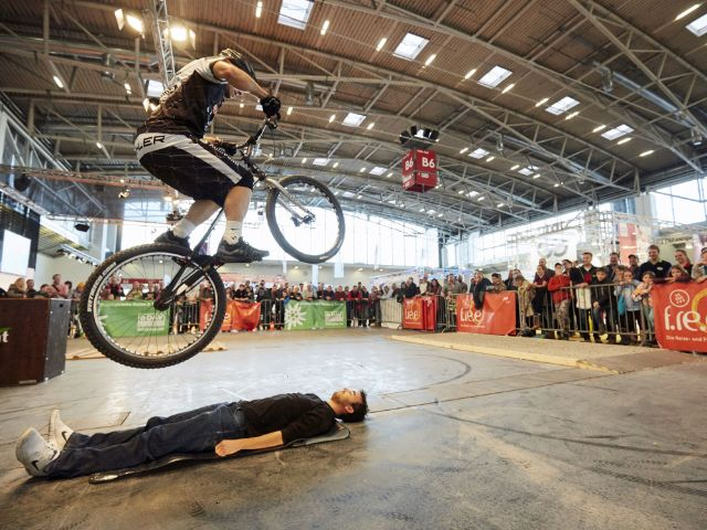 Die Reise- und Freizeitmesse f.re.e: Fahrradparcour