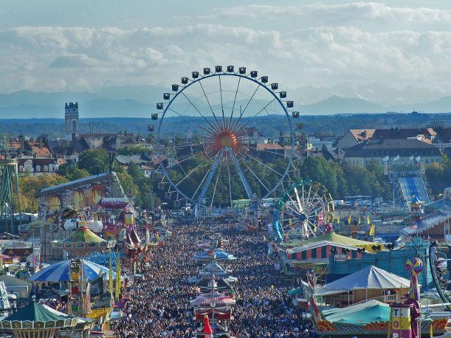 Oktoberfest München mit Riesenrad