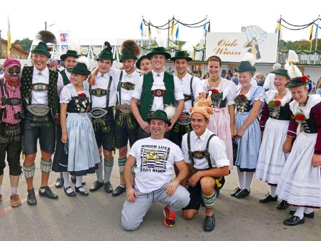 Verschiedene junge Trachtenvereine aus dem Gebiet Simssee, Foto: muenchen.de/Leonie Liebich