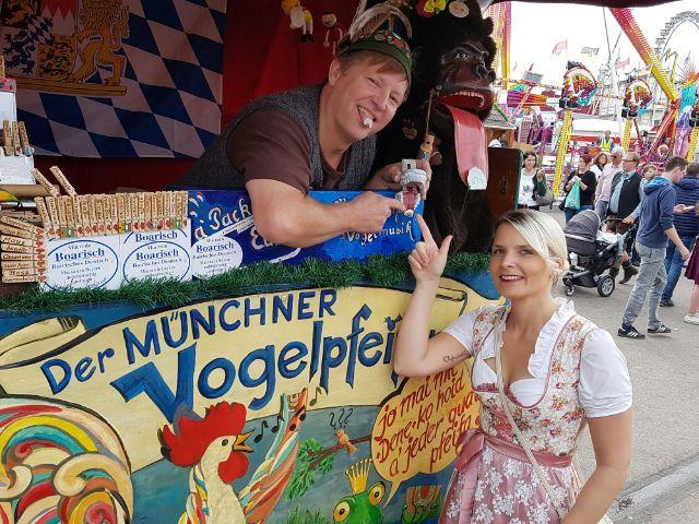 Der Münchner Vogelpfeifer auf der Wiesn, Foto: muenchen.de/Dan Vauelle