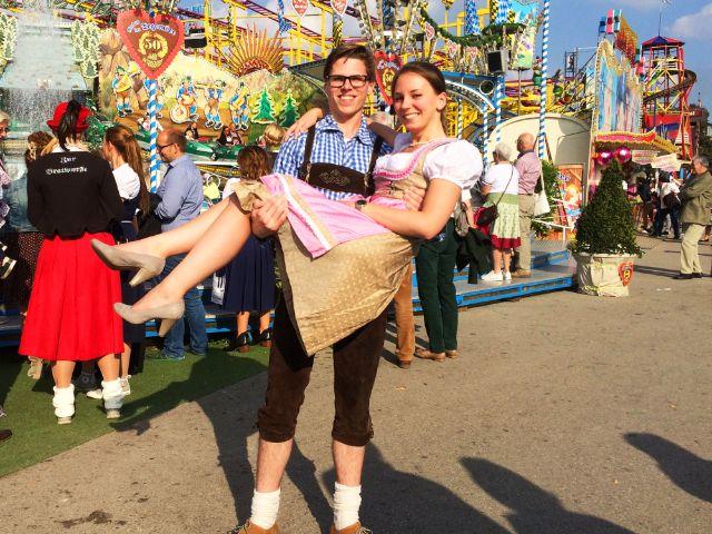 Basti und Janina auf dem Oktoberfest, Foto: muenchen.de / Dan Vauelle