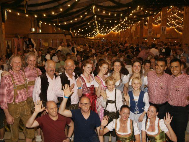 Gruppenbild mit Zwillingen, Foto: muenchen.de/ Dan Vauelle