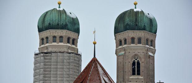Gerüstabbau an den Türmen der Frauenkirche