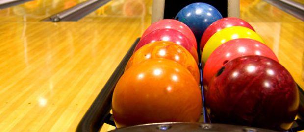 Bunte Bowling-Kugeln, Foto: fonats / Shutterstock.com