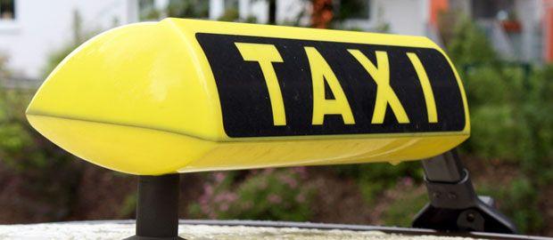 Ein Taxischild.