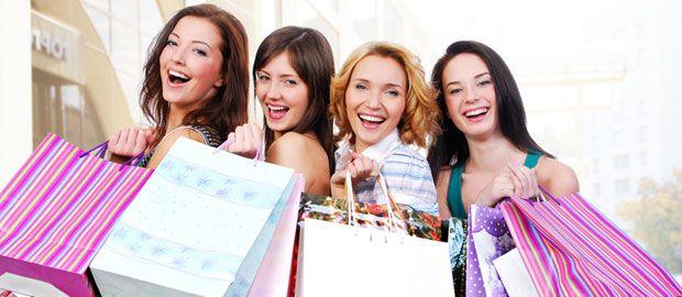 Frauen beim Shoppen, Foto: Shutterstock