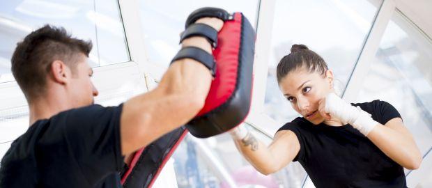 Frau beim Boxtraining, Foto: Marko Subotin / Shutterstock.com