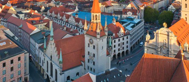 Das alte Rathaus in München von oben in der Abendsonne., Foto: grafalex / Shutterstock