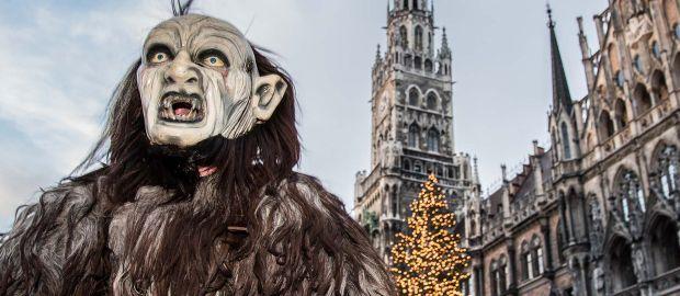 Krampus vor Rathaus