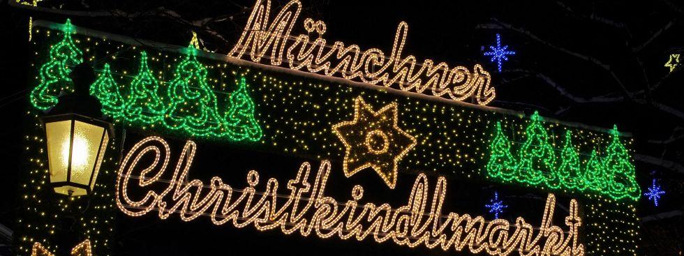 Erleuchtete Schrift des Münchner Christkindlmarktes, Foto: LianeM / Shutterstock.com