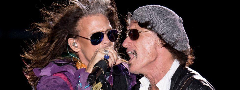 Sänger Steven Tyler (links) und Gitarrist Joe Perry von der amerikanischen Rockband Aerosmith bei der Abschiedstournee am 26.5.2017 auf dem Königsplatz in München, Foto: dpa