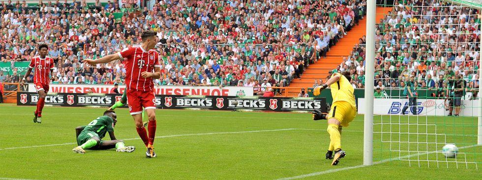 Da ist es passiert: Lewandowski trifft zum 1:0., Foto: picture alliance/CITYPRESS 24