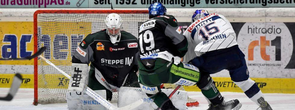 Spielszene aus EHC vs. Augsburg., Foto: GEPA Pictures