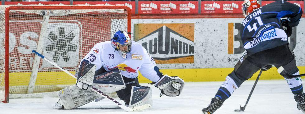 Spielszene EHC Red Bull vs. Schwenningen., Foto: GEPA Pictures
