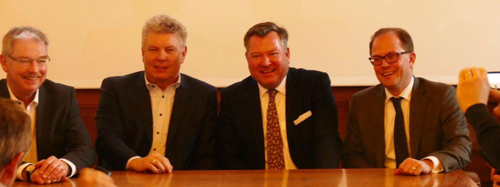 Alexander Reissl, OB Dieter Reiter, Bürgermeister Josef Schmid und Manuel Pretzl bei der PK zur Nahverkehrs-Offensive, Foto: muenchen.de/Mark Read