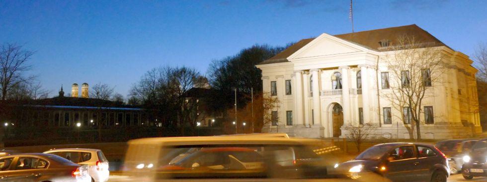 Blick vom Prinz-Carl-Palais zur Frauenkirche während der Blauen Stunde, Foto: muenchen.de/Mark Read