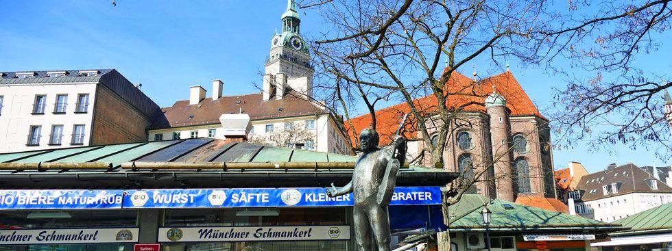 Blick vom Viktualienmarkt auf die Peterskirche, Foto: muenchen.de/Mark Read