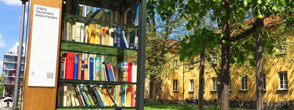 Bücherschrank vor dem Nordbad, Foto: muenchen.de/Mark Read