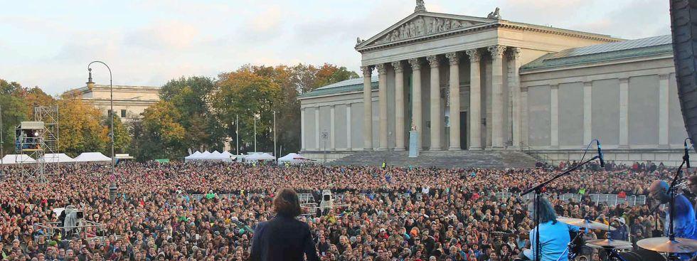 Zuschauermenge auf dem Königsplatz beim Open-Air-Konzert, Foto: Michael Nagy/Presseamt München