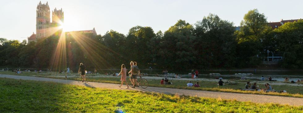 Abendstimmung mit Sonne an der Isar, Foto: Christian Scheiffele / muenchen.de