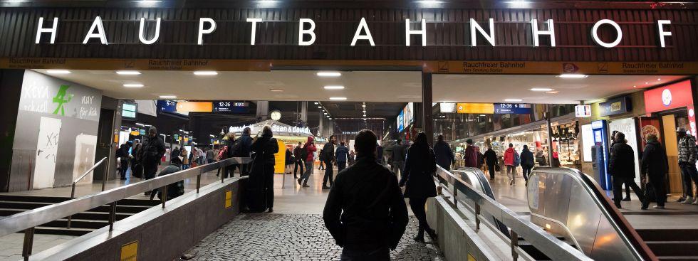 Der Münchner Hauptbahnhof bei Nacht