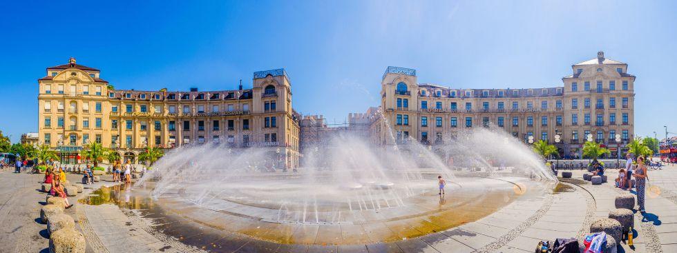 Stachusbrunnen im Sommer