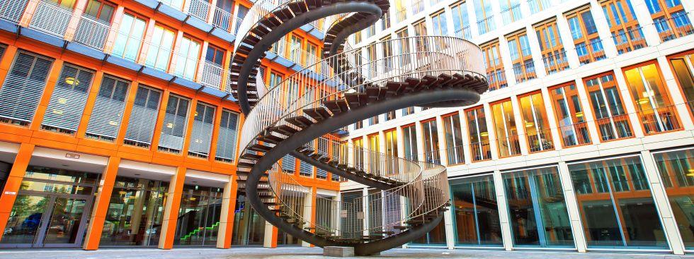Kunstwerk Endlose Treppe von Olafur Eliasson in der Schwanthalerhöhe