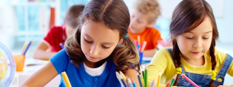 Schüler im Unterricht beim Schreiben, Foto: Pressmaster / Shutterstock