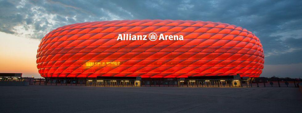 Die rote Allianz Arena in der Abenddämmerung, Foto: Allianz Arena/B. Ducke