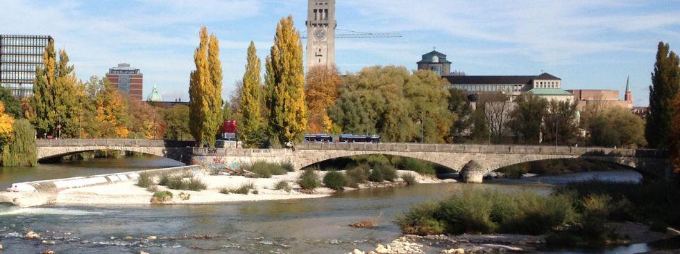 Mehr Sitzgelegenheiten Im öffentlichen Raum. Corneliusbrücke Im Herbst,  Foto: Melina Pfeffer