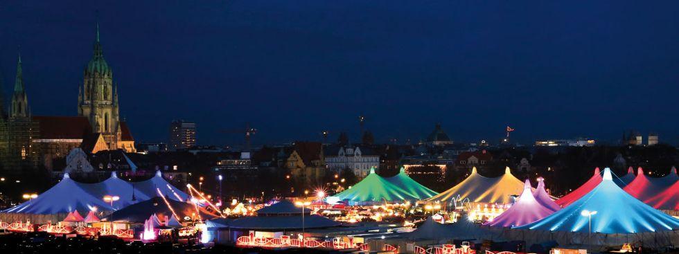 Tollwood-Winterfestival: Panorama der Theresienwiese, Foto: Bernd Wackerbauer