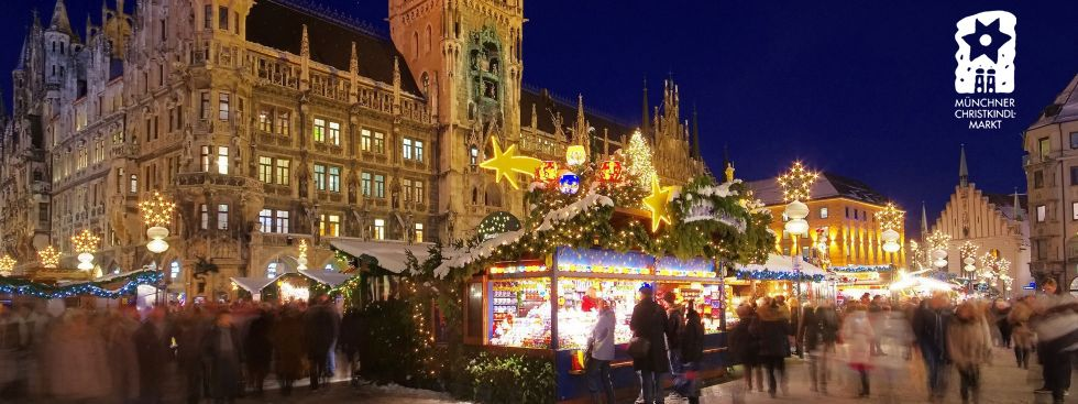 The Christmas Market on Marienplatz in front of the illuminated town hall, Foto: LianeM / Shutterstock.com, Logo: Referat für Arbeit und Wirtschaft