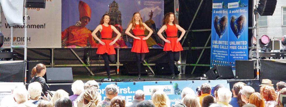 Tänzerinnen auf der Bühne am Rindermarkt zum Stadtgründungsfest, Foto: Daly Fleming GbR